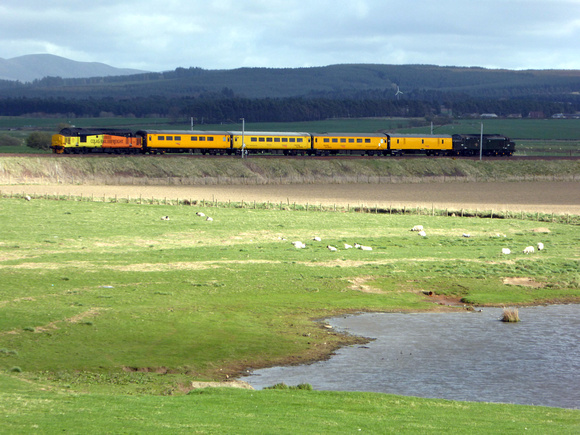 37421 tnt 37057 at Carstairs