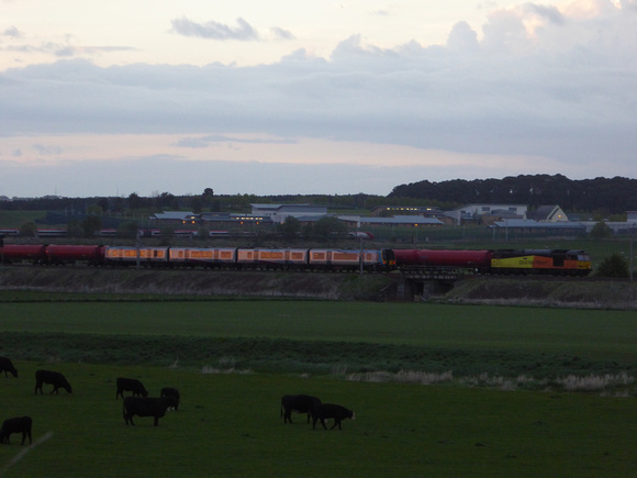 60076 and 350404 at Carstairs