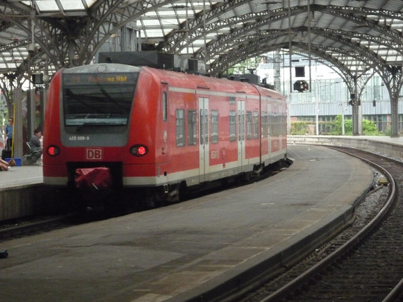 EMU 425099 at Cologne